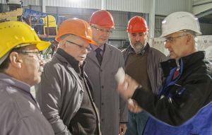 ...bei näherer Betrachtung werden die Unterschiede deutlich. Von links: Günther Engel, Wilfried Große, Bad Lauterbergs SPD-Vorsitzender Uwe Speit, Geschäftsführer Georg Kühler und Bürgermeister Thomas Gans.
