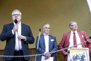 Übernahmen die Begrüßung (von links): Dr. Martin Rudolph (Geschäftsführer des Büros Göttingen der IHK), Vizepräsident der IHK Hannover Martin Hoff und Bürgermeister Dr. Thomas Gans in der Konzertmuschel.