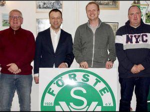 Der Erhalt, die Sanierung und die Pflege von Sportstätten waren Thema beim Besuch des SV Förste.