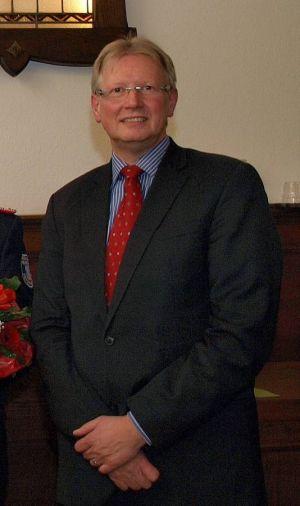 Bleibt noch länger im Ratssaal tätig: Bürgermeister Dr. Thomas Gans.