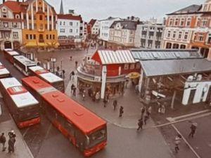 Der Alte Markt in Herford ist ein schöner großer Platz in der Innenstadt, der aber durch die Busse und dem Busbahnhof völlig zugestellt war.