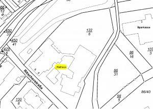 Zum Vergleich die derzeitige Bebauung. Grundstück 86/31 ist der Parkplatz zwischen Rathaus und Kurhaus. (Bilderquelle: Präsentation Rahlfs Immobilien)