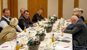 SPD-Vorstandssitzung mit Gästen (von links): Ingo Fiedler, Carola Müller-Fohs, Thomas Gans, Uwe Speit, Frank Seela, verdeckt Erika Engelke, Petra Schultheis, verdeckt Barbara Fiedler und Wilfried Große.