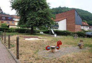 Ganz nah am Boulevard, aber weit weg von vorzeigbar: Der Spielplatz in der Brauhardtgasse macht einen eher armseligen Eindruck.
