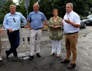 Roland Stahl (r.) und Susanne Mackensen-Eder erläutern die Probleme an der Odertalsperre.