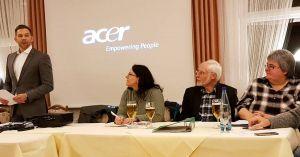 Blick zum Vorstandstisch: links der Vorsitzende Steve Scholtyseck, ganz rechts Kassenwartin Vera Asche, in der Mitte Klaus Posselt und Katja Beck aus dem Vorstand.