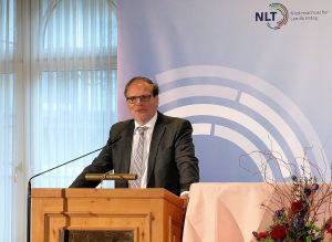 Gastgeber und Verbandschef in Personalunion: Göttingens Landrat Bernhard Reuter.