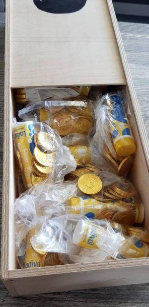 Die gefüllte Schatzkiste mit Seifenblasen von der Janssen Apotheke – und natürlich mit Goldtalern.