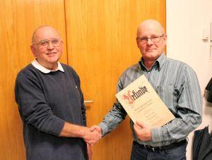 Timo Wittneben (rechts) wurde für 25 Jahre Vereinstreue geehrt.