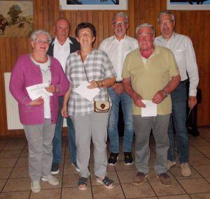 Die geehrten Mitglieder von links nach rechts Doris Klingenberg, Ilona und Kurt Morich,Siegfried Golla mit den Vorsitzenden Wolfgang Geisler und Martin Merkel