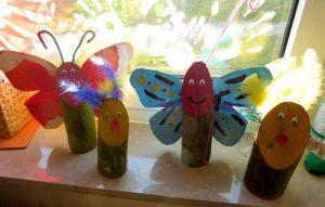 Familienzuwachs: Zu den Holzhasen gesellten sich jetzt Küken und Schmetterlinge.