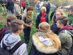 Governorin Marianne Broska freute sie sich besonders über das große Engagement der Schüler der Umweltklasse.