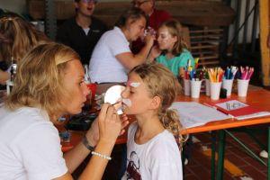 Die engagierten Vereinsmitglieder sorgten immer wieder für Kinderspaß - hier beim Hoffest der Feuerwehr Bad Lauterberg