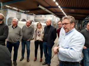 Inhaber und geschäftsführender Gesellschafter Bernd Kunze erläuterte den Mitgliedern des Rotary Clubs Bad Lauterberg-Südharz die Produktionsabläufe.