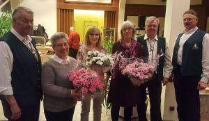 Für ihr Vereinsengagement bedankte man sich bei Maria-Manuela Trüter-Cordeiro, Gabriele Lauman und Marion Jäde mit Blumensträußen