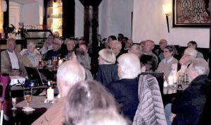 Der Förderverein Schloss Herzberg war erfreut über das rege Interesse an diesem Vortrag. Im Schlossrestaurant gab es kaum noch freie Stühle. Fotos: Manfred Kirchner