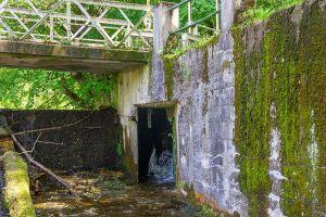 Auch die Stützmauern beiderseits des Wehrs müssen über kurz oder lang saniert werden.