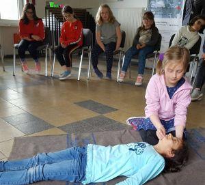 Beim Erste-Hilfe-Kurs