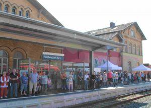 Streckenjubiläum und Zugtaufe zogen viele Besucher an