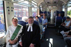 Diakon Preß und Pastor Schmidt hielten eine ökumenische Andacht bei der Tauffahrt