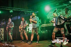 Neben der bierzelterprobten Band Die Rockzipfl...