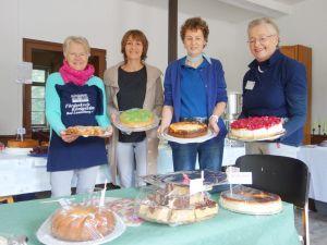 Dank vieler Spenden gab es ein tolles Kuchen- und Tortenangebot: Monika Wildner, Manuela Koch, Gudrun Grzyb, und Elisabeth Mühl, vom Helferteam der Hüttenschänke fehlt noch Karen Aurin.