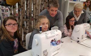 Gut angeleitet lernten die Mädchen den Umgang mit der Nähmaschine