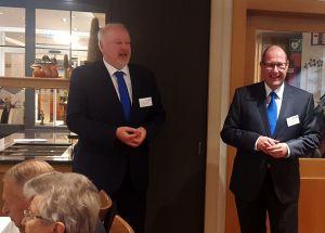 Vorstände (von links) Torsten Janßen und Norbert Gössling begrüßen die Mitglieder
