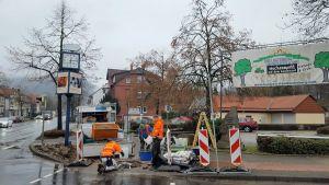 ...der Mast an der Ecke zur Wissmannstraße musste erneuert werden. (Fotos: Inge Holzigel)
