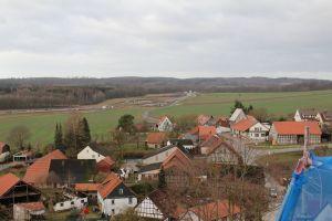 Herrlicher Blick auf den Ort, im Hintergrund die Baustelle der Bundesstraße.