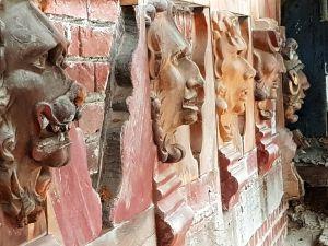 Auch die Restauration der Figuren am Schlossturm schreitet voran. (Foto: Förderverein Schloss Herzberg)