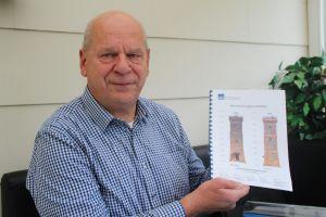 Klaus Wiedemann vom Harzklub Bad Lauterberg mit dem Sanierungsgutachten
