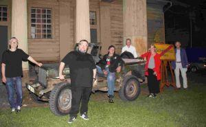 """Im fiktiven """"Schnitznitz"""" spielte auch der Jeep eine Rolle..."""