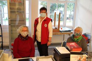 Die Damen am Empfang (Rosi Borchers links und Monika Erge)mit Rita Seibt