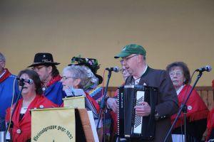 Mit Liedern und Jodlern unterhielt die Heimatgruppe die Besucher.