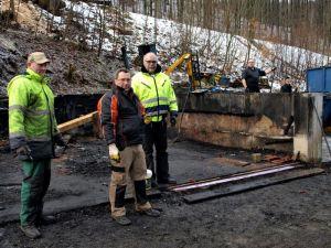 Eine Woche später, 05.02.2014: Maik Dombrowsky (3.v.l.) und seine Helfer…