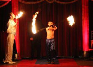 ....Fakire, die mit Feuer hantieren.....