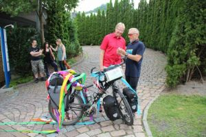 Bürgermeister Dr. Thomas Gans begrüßte Heitmüller bei seiner Rückkehr. Die kleine Brockenhexe war immer mit dabei