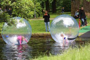 Aqua-Balls auf dem Ententeich - ein Renner