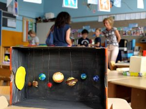 Die Planetarien der 1a kommen bei der Präsentation gut an.