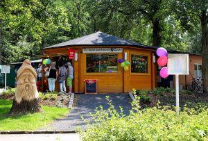 Die Betreiber haben sich um das richtige Ambiente rund um ihren Kiosk gekümmert…