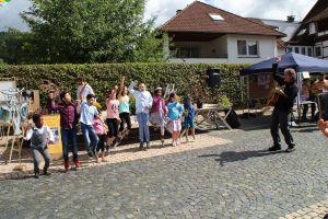 Die Kinder zeigten, was sie mit Martin Hampe eingeübt haben