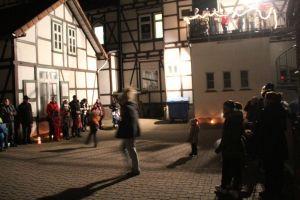 Zum Nikolaustag am Rathaus kamen diesmal besonders viele Kinder....