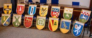 Nun ist die Sammlung komplett: Mit den 14 neuen Tafeln verfügt das Amtsgericht über alle Wappen der Gemeinden und Ortsteile seines Amtsbezirks.