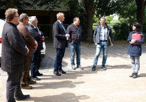 Zufrieden mit dem Ergebnis (v.l.): Ivar Henckel (mensch und region), Thomas Ramlow und Gerhard Bode (Tiefbau Bode), Thomas Gans und Matthias Kretzschmar (Stadt), Sören Teuber (Conterra) und Birgit Roth (Amt für regionale Landesentwicklung).