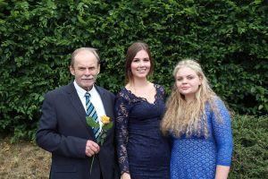 Für ihr besonderes soziales Engagement wurde Maxine Arnhold ausgezeichnet, das beste Abitur machte Daria Barczyk. Wofür Rainer Jakobi die Rose erhielt, ist nicht bekannt.