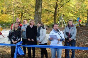 Janka Eckhardt, die Vorsitzende des Kinderschutzbundes, eröffnete den Traumspielplatz....