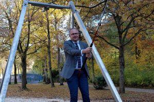 Mit der Seilbahn hat Carsten Kröger vom Modehaus Rudolphi den Kindern einen großen Wunsch erfüllt…