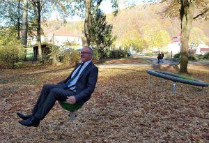 Da geht's rund: Markus Werner von der Volksbank im Harz hat in einem Spinnerbowl Platz genommen.