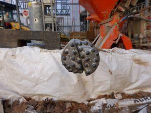 Einer der Bohrköpfe, die sich 12 Meter tief in den Grund des Marstallflügels hineinfräsen. (Foto: Staatliches Baumanagement Südniedersachsen)